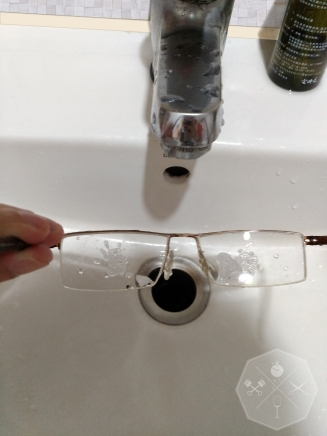 把清潔液平均塗滿鏡片前後兩側